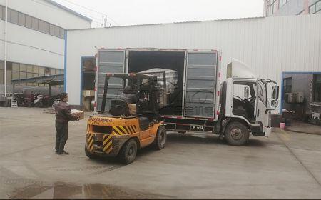 河北客户订购的1.5米不锈钢振动筛发货