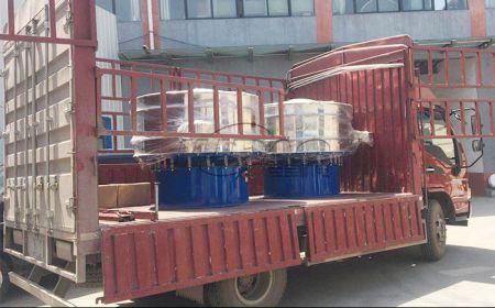安徽客户订购的两台化工粉末旋振筛装车发货