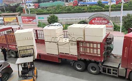 我公司外贸振动筛集装箱装车发往云