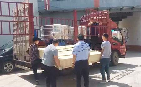 江苏苏州客户订购的胡椒粉旋振筛发货