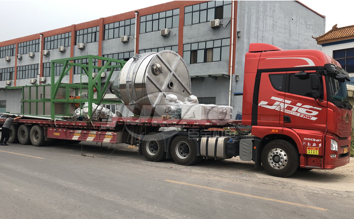 客户在巨宝机电定制生产的吨包投料站即日发货