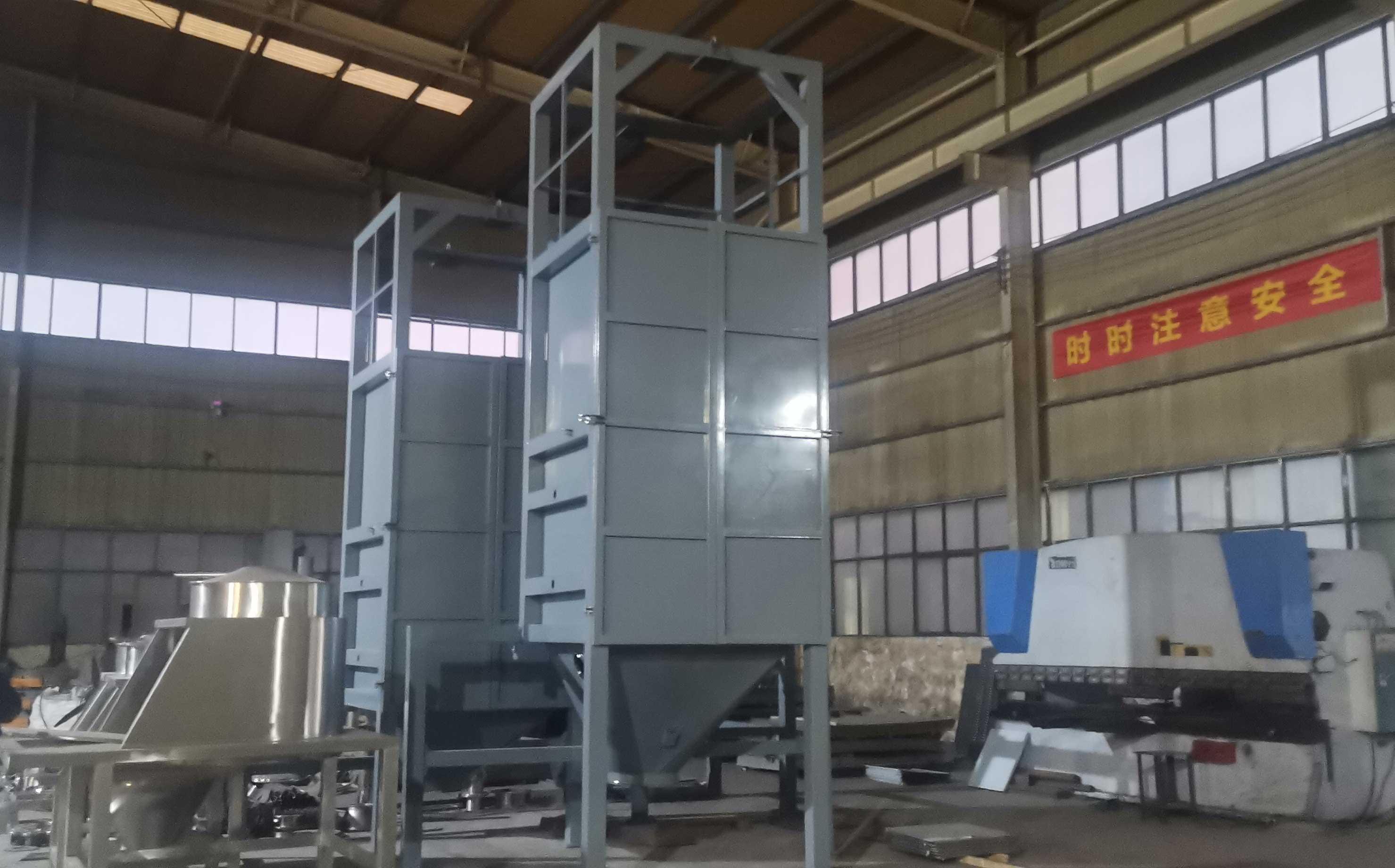 新疆客户现场吨袋拆包机带料试机